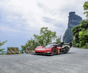 Volkswagen breaks record for climbing Tianmen Mountain in China